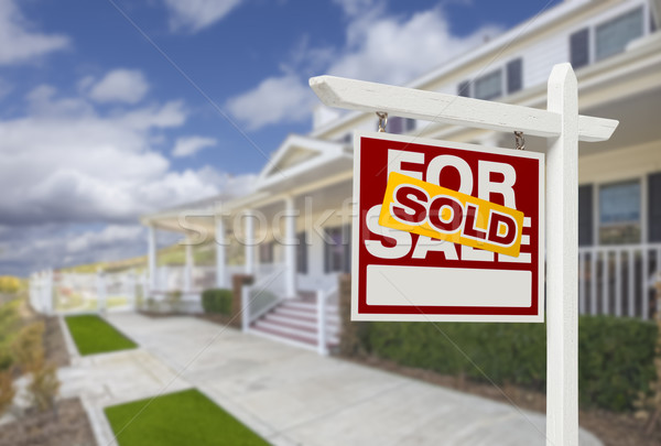 Uitverkocht home verkoop onroerend teken huis Stockfoto © feverpitch