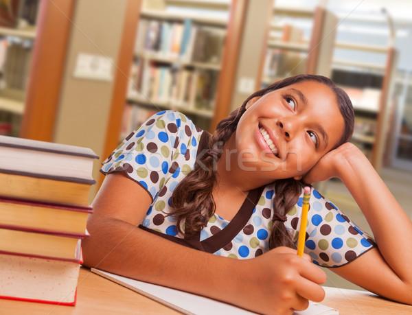 Spanyol lány diák álmodozás tanul könyvtár Stock fotó © feverpitch