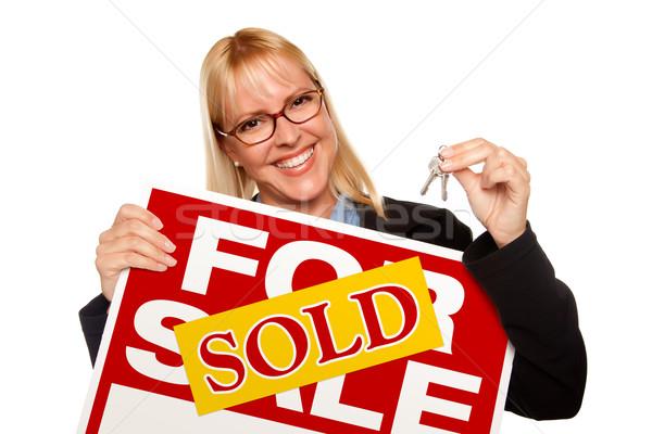 Vonzó szőke nő tart kulcsok eladva vásár Stock fotó © feverpitch