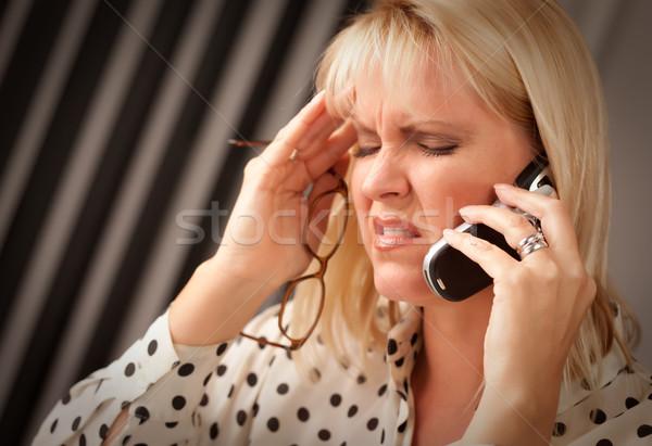 Mulher loira celular veja cara negócio Foto stock © feverpitch