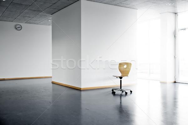 Председатель пустой комнате одиноко деревянный стул ярко стены Сток-фото © filmstroem