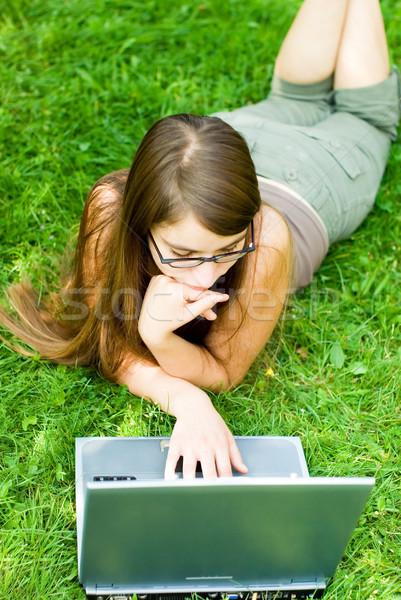 девушки за пределами ноутбука портрет серфинга Сток-фото © filmstroem
