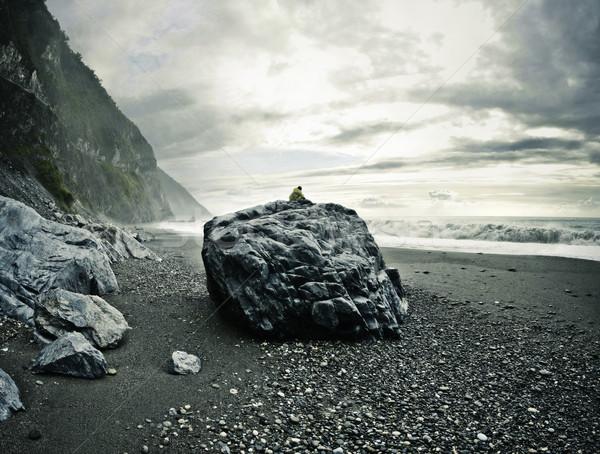 человека рок смотрят морем сидят большой Сток-фото © filmstroem