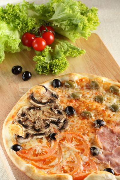 Fresco quente pizza tabela comida madeira Foto stock © fiphoto
