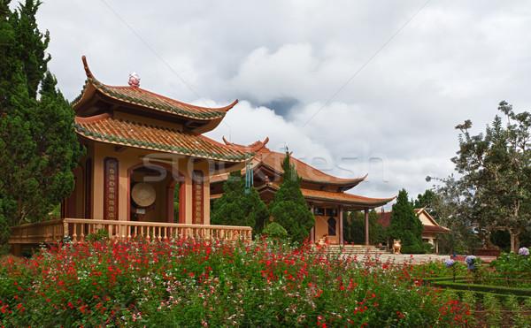 Pagoda virágok Vietnam épület zöld ima Stock fotó © fisfra