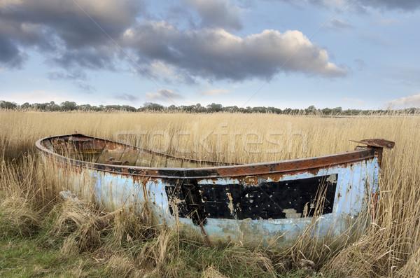 Csónak öreg felfelé kikötő tengerpart természet Stock fotó © flotsom