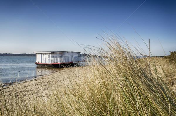 Vieille maison bateau plage ciel herbe mer Photo stock © flotsom