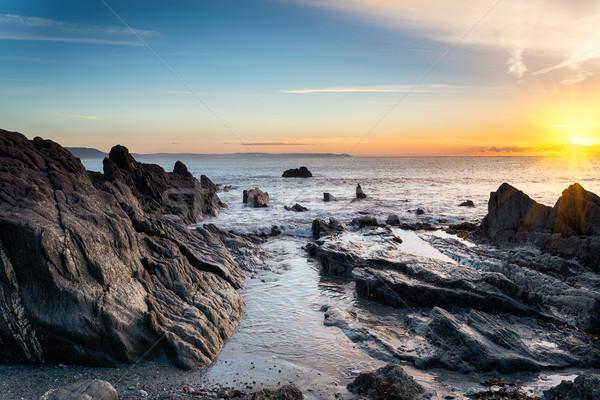 Plage sunrise Rock eau soleil coucher du soleil Photo stock © flotsom