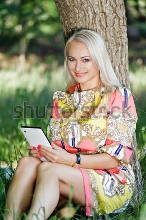 красивая девушка чтение Новости смотрят фотографий Сток-фото © fogen