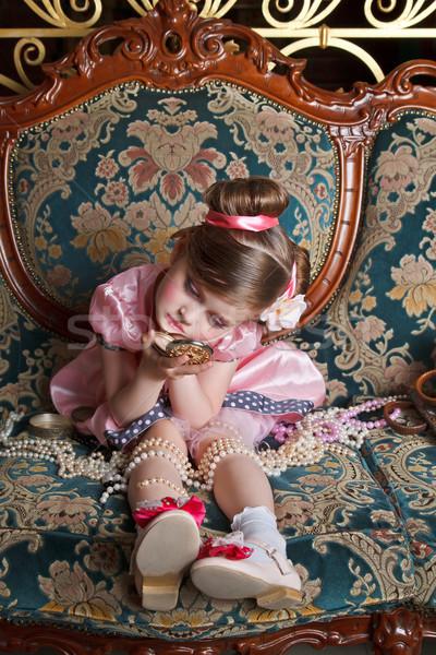 Meisje roze portret naar klein spiegel Stockfoto © fogen