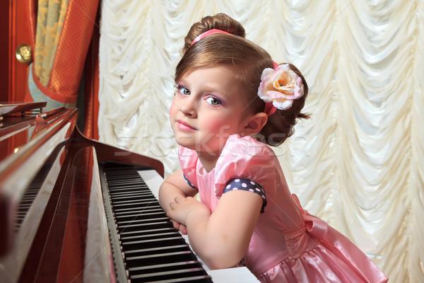 ストックフォト: 少女 · ピンク · ファッション · ピアノ