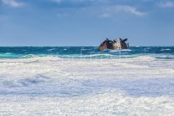 Hajóroncs vihar roncs szörf tengerpart égbolt Stock fotó © fogen