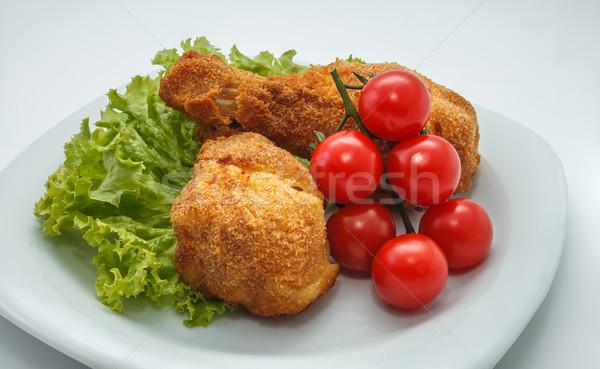 Sıcak öğle yemeği tavuk kızartma parçalar plaka marul Stok fotoğraf © fogen