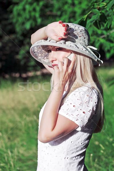 Konuşma cep telefonu güzel genç kadın cep telefonu yüz Stok fotoğraf © fogen