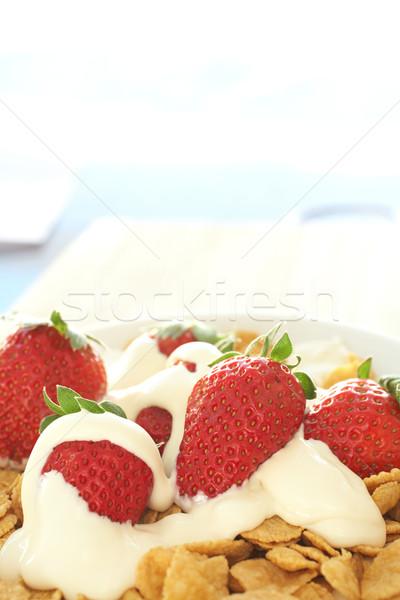 Ontbijtgranen aardbeien room vers Rood zuivelfabriek Stockfoto © Forgiss
