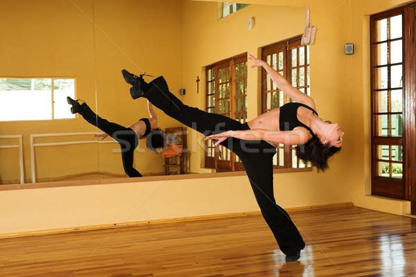 Dansçı 16 kadın stüdyo hareket Stok fotoğraf © Forgiss