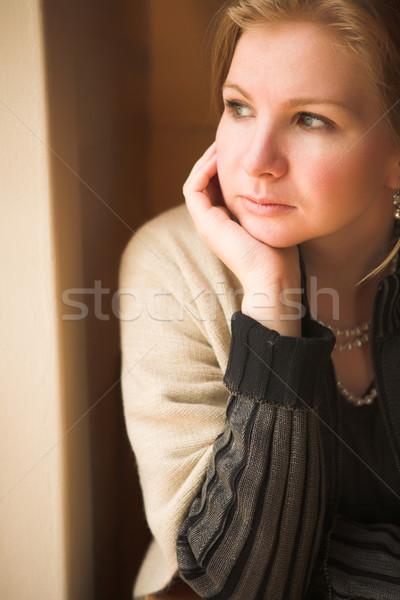 Adulto mulher caucasiano sessão Foto stock © Forgiss