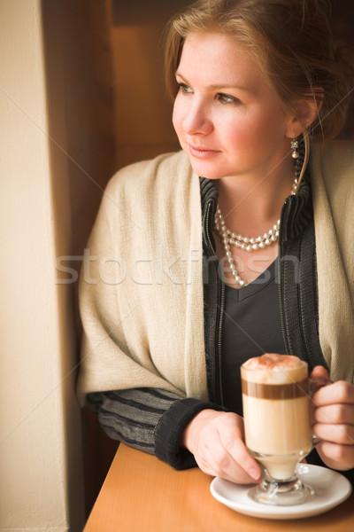 Blond volwassen vrouw kaukasisch vergadering natuurlijk licht Stockfoto © Forgiss