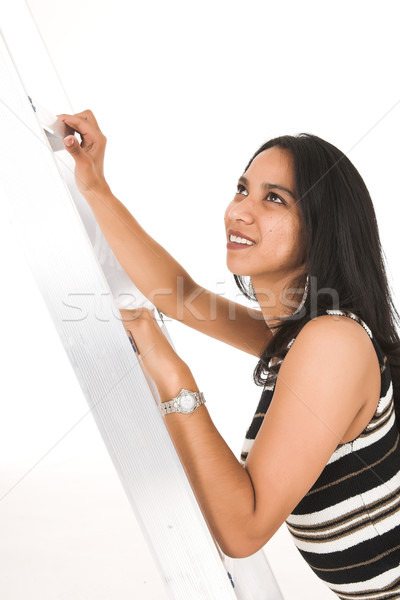 Afrikaanse zakenvrouw toevallig kantoor klimmen Stockfoto © Forgiss