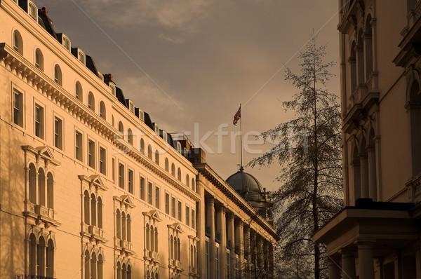 Brit zászló felső fa város naplemente utazás Stock fotó © Forgiss