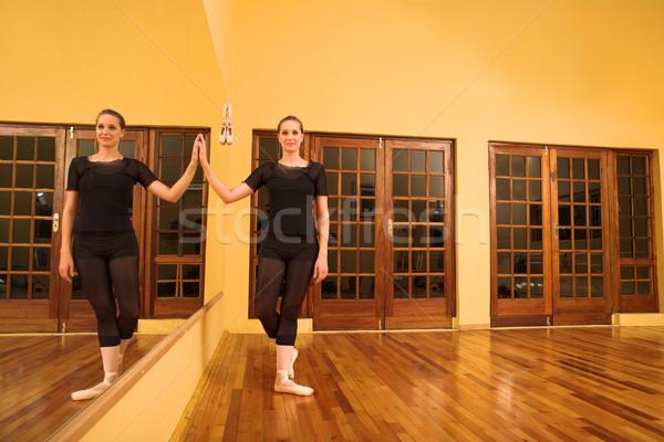 Ballerina áll tükör nő lány test Stock fotó © Forgiss