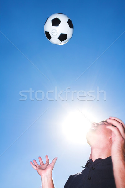 Footballeur coach balle ciel bleu Homme football Photo stock © Forgiss