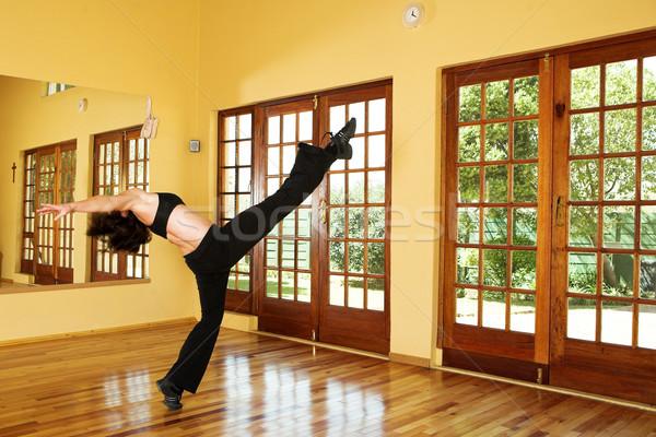 Danser 24 vrouwelijke oefenen studio vrouw Stockfoto © Forgiss
