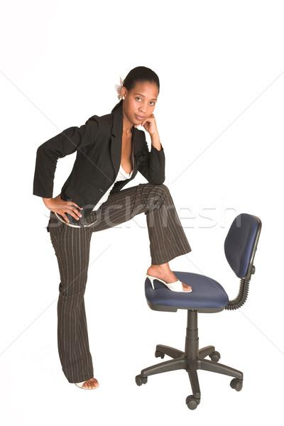 26 afrikaanse zakenvrouw zwarte jas permanente Stockfoto © Forgiss