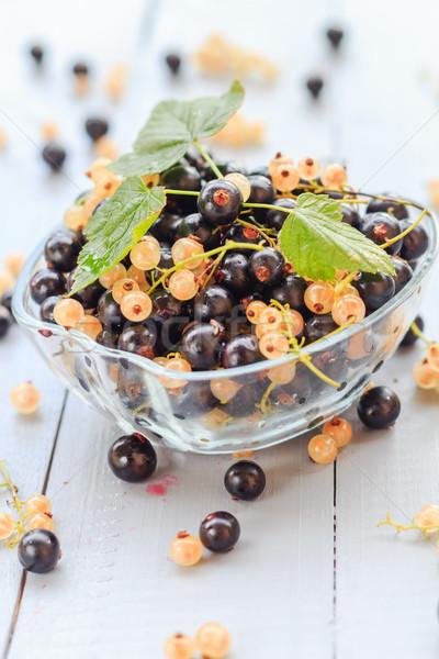 плодов белый черный блюдце деревянный стол фрукты Сток-фото © fotoaloja