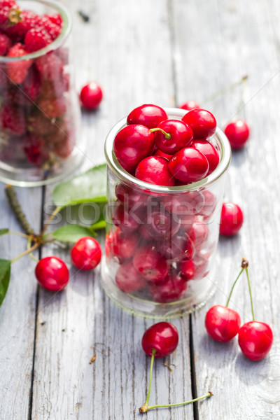 Cerises framboise fruits table jardin Photo stock © fotoaloja