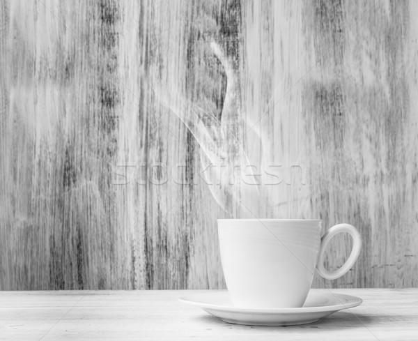 白 カップ ホットドリンク 木製 煙 表 ストックフォト © fotoaloja
