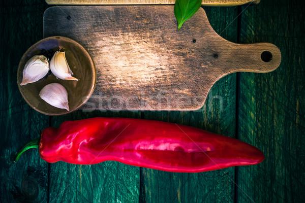 Elnyűtt vágódeszka fűszer gyógynövények étel fa Stock fotó © fotoaloja