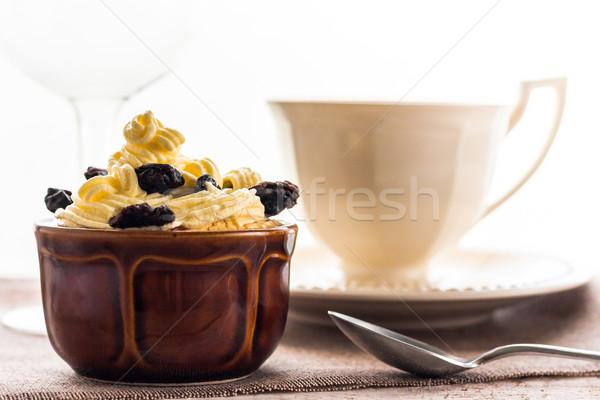 Cremoso postre dulce taza de café negro Foto stock © fotoaloja