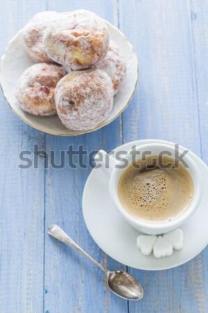 Koffiekopje melk zoete dessert donuts glazuursuiker Stockfoto © fotoaloja