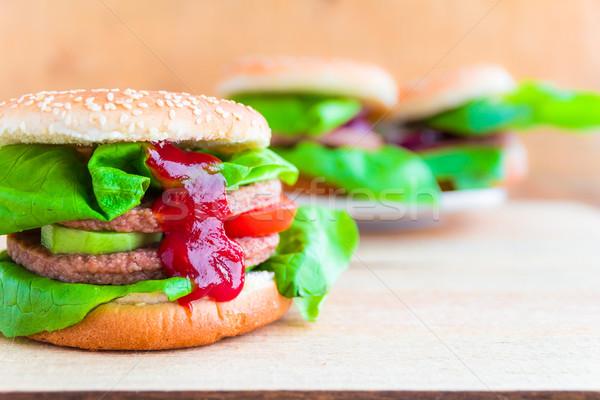 Smakelijk vers sla ketchup tabel Stockfoto © fotoaloja