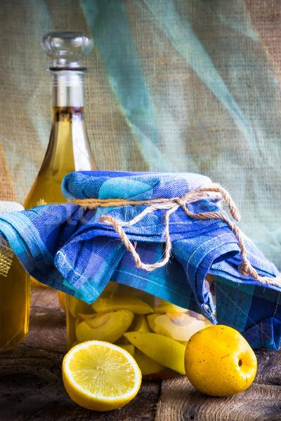 Alkohol bögre birsalma likőr szeletel gyümölcs Stock fotó © fotoaloja