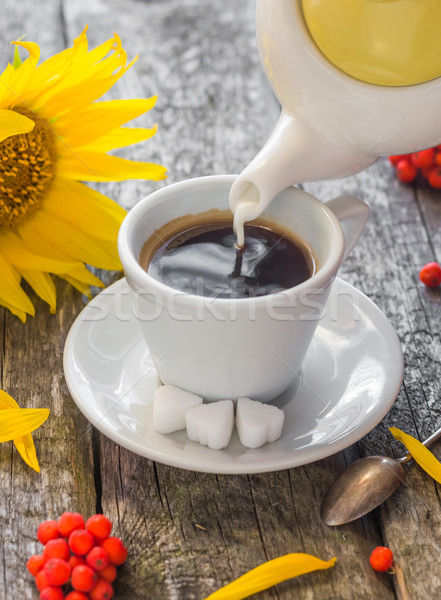 Melk beker zwarte koffie tabel Stockfoto © fotoaloja