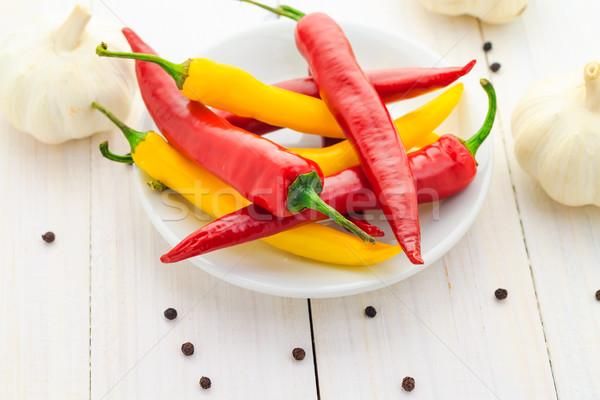 Chilli paprikák fokhagyma fa asztal bors tűz Stock fotó © fotoaloja