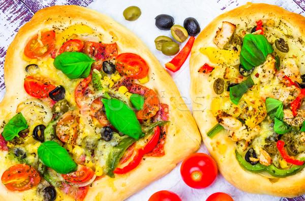Stok fotoğraf: Pizza · peynir · et · fesleğen · ahşap