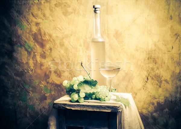 Stilleven vruchten wijn druiven fles bloem Stockfoto © fotoaloja