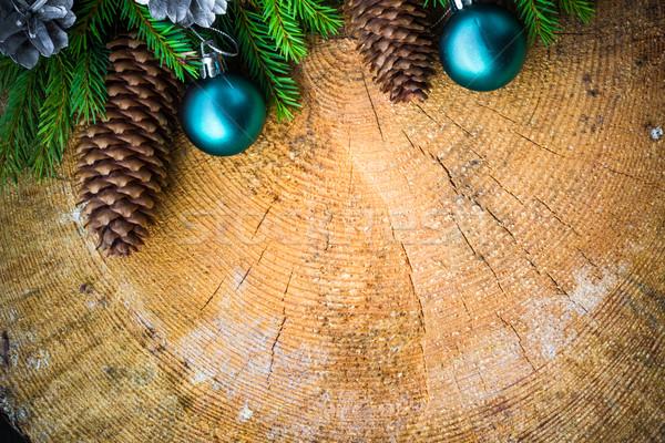 Karácsonyfa lucfenyő fenyőfa fából készült karácsony golyók Stock fotó © fotoaloja