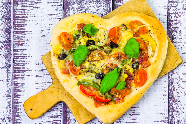 Stok fotoğraf: Pizza · biçim · kalp · ahşap · ahşap · peynir