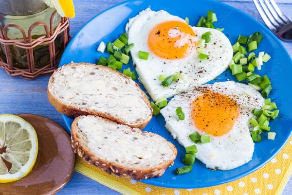 Valentijnsdag heerlijk ontbijt eieren harten Stockfoto © fotoaloja