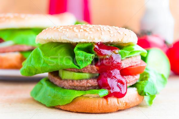 食欲をそそる ビッグ チーズバーガー 新鮮な レタス キュウリ ストックフォト © fotoaloja