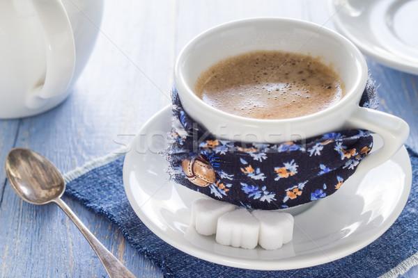Kávéscsésze fekete fa deszka barna fehér kancsó Stock fotó © fotoaloja