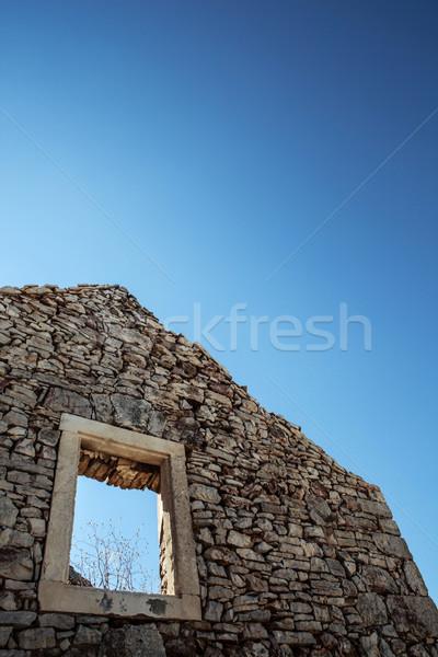 Oude steen rustiek huis lege venster Stockfoto © fotoduki