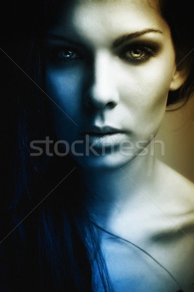 Savurgan güzel kız karanlık portre gizem göz Stok fotoğraf © fotoduki