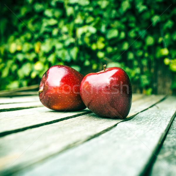 新鮮な 赤いリンゴ 表 木製のテーブル 食品 リンゴ ストックフォト © fotoduki