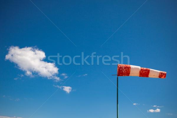 Rood wind blauwe hemel Blauw bewolkt hemel Stockfoto © fotoduki