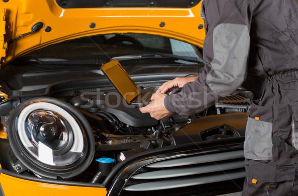 Autó szerelő autószerelő előad karbantartás gép Stock fotó © fotoedu